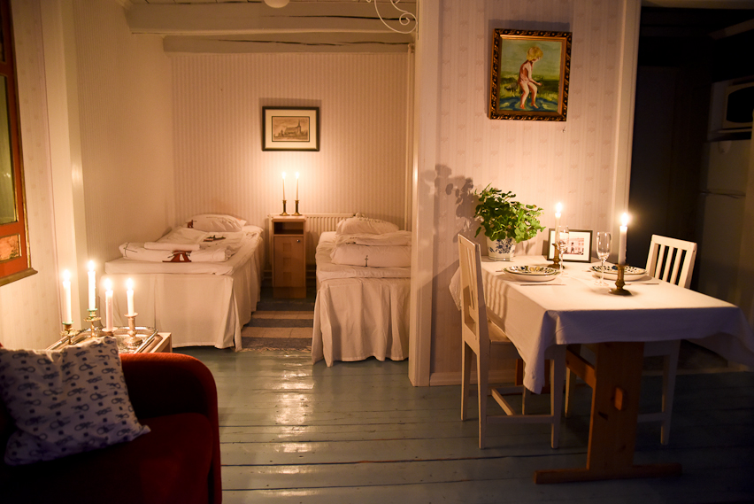 Hotel Krepelin - Rooms - B1 - Living room and bedroom in candle light