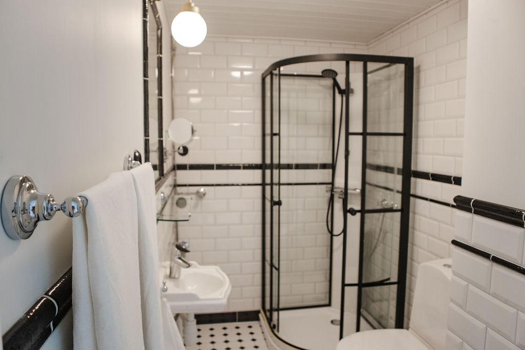 Hotel Krepelin - Rooms - A2 - Bathroom